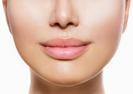 O suhih ustih govorimo, ko se pojavi neprijeten občutek, da nam v ustih primanjkuje sline.