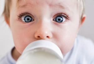 19-habits-that-wreck-your-teeth-s3-photo-of-baby-with-bottle